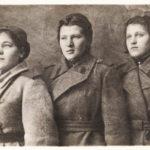 1944 г. Во время строевых занятий. Боевые подруги: Клавдия Шмитько, Аня Родионова