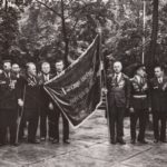 Ветераны полка и знаменосец Сафонов